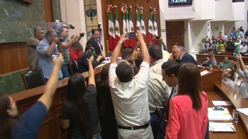Pide diputado Faustino Hernández civilidad al presidente de la mesa directiva , tras pleito en el Congreso