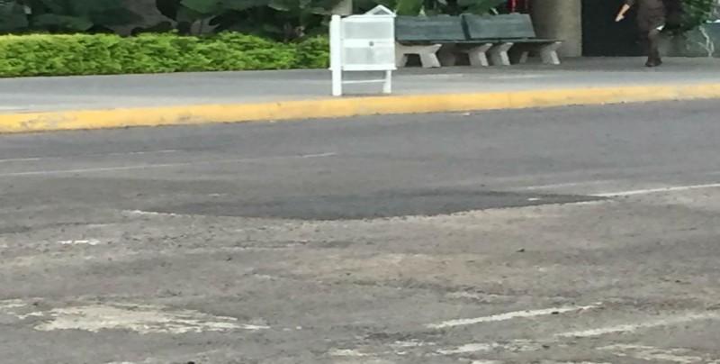 Reparan fuga de agua por Andrade y Constitución