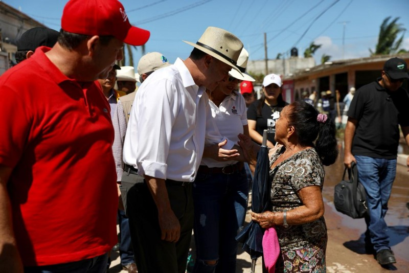 Coordina Quirino la ayuda a damnificados de Teacapán