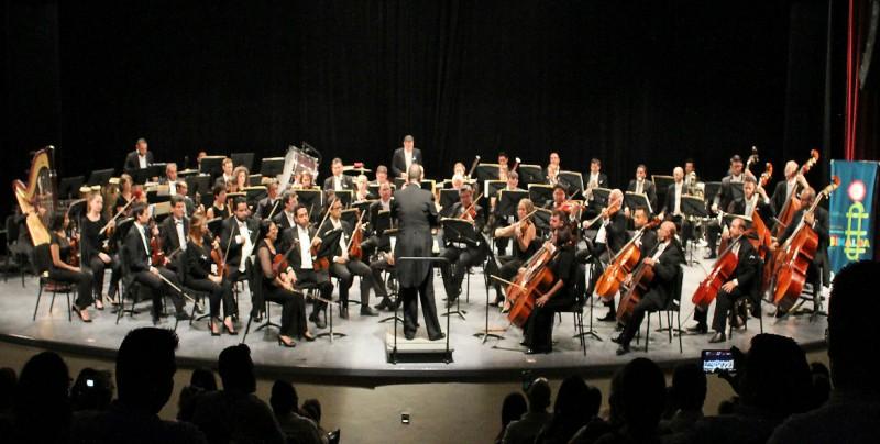 La OSSLA bajo la dirección del maestro Guillermo Villarreal