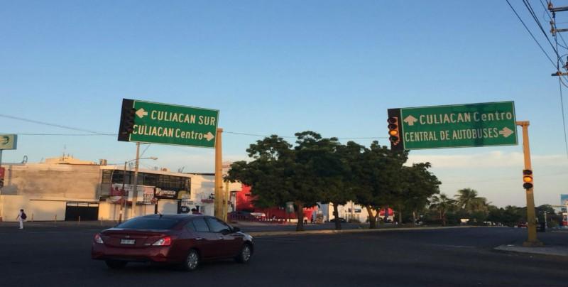 Semáforos en preventivo en Maquío Clouthier y Arjona