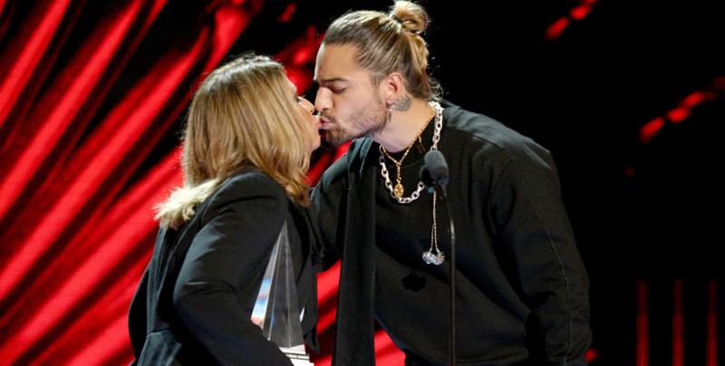 Maluma y la Doctora Polo se besaron en los Latin AMAs 2018