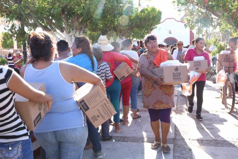 Encabeza Rosy Fuentes distribución de apoyos en Teacapán