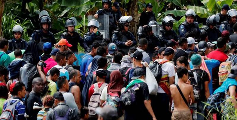 Segunda caravana migratoria ingresa a México y se entrega a autoridades