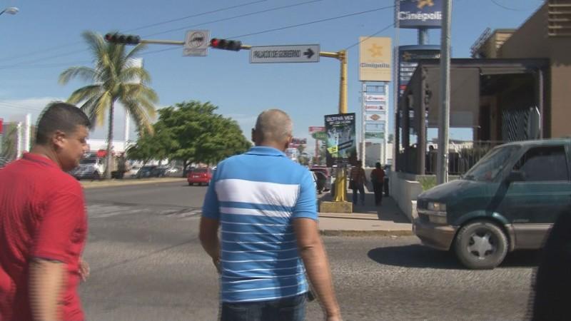 En riesgo peatones que acuden a SEPyC