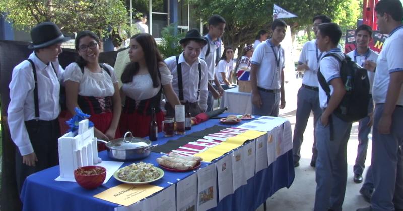 CBTIS 51 celebra III Expo Multicultural