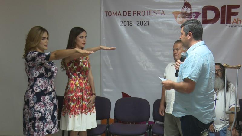 Rinden protesta presidenta y directora del DIF