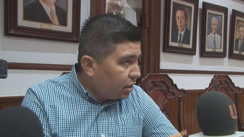 Presenta regidor iniciativa para reducir sesiones privadas de cabildo
