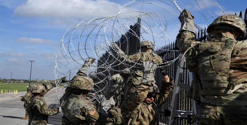 Niegan maniobras militares para cortar los puentes fronterizos en Texas