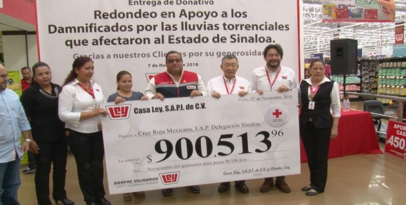 Casa Ley entrega cheque por mas de 900 mil pesos a Cruz Roja en apoyo a damnificados