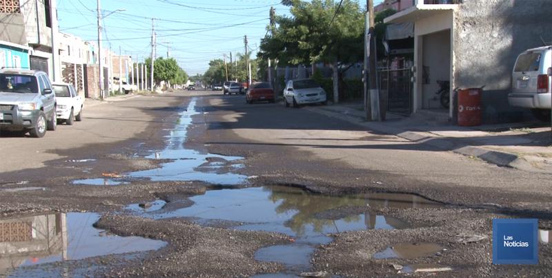 En Cajeme, Vecinos sufren por fugas de agua y drenaje