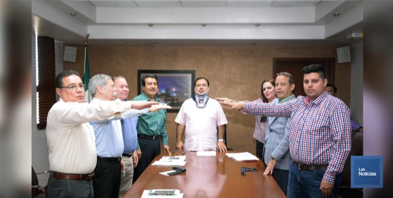 Alcalde toma protesta al comité de Transparencia