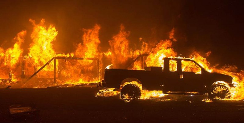 Varios muertos y 150.000 evacuados en nueva oleada de incendios en California