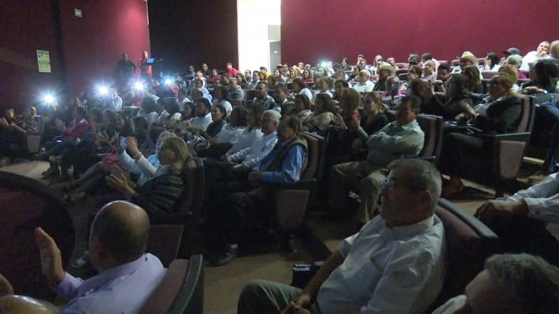 Morenistas se reúnen a ver la toma de protesta de AMLO