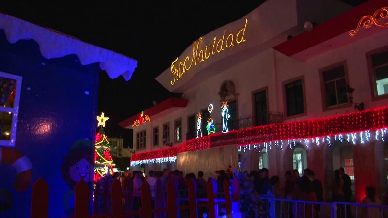Llega el espíritu navideño a la Plazuela República