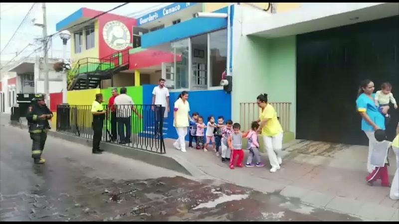 Evacúan a niños y profesores de guardería por fuga de gas