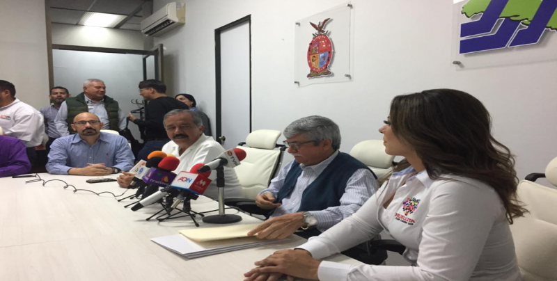 Firma convenio SSA, Ayuntamiento y Fundación Huellitas con Causa