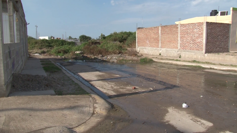Vecinos de Urbi Villa del Real en el total olvido