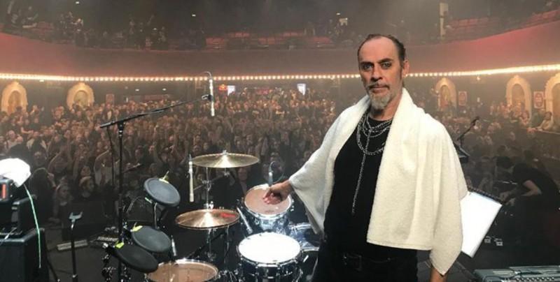 Peter Murphy, de Bauhaus, es expulsado de su propio concierto