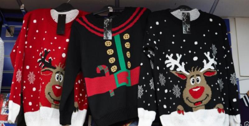 Suéteres navideños, el outfit de moda en esta temporada