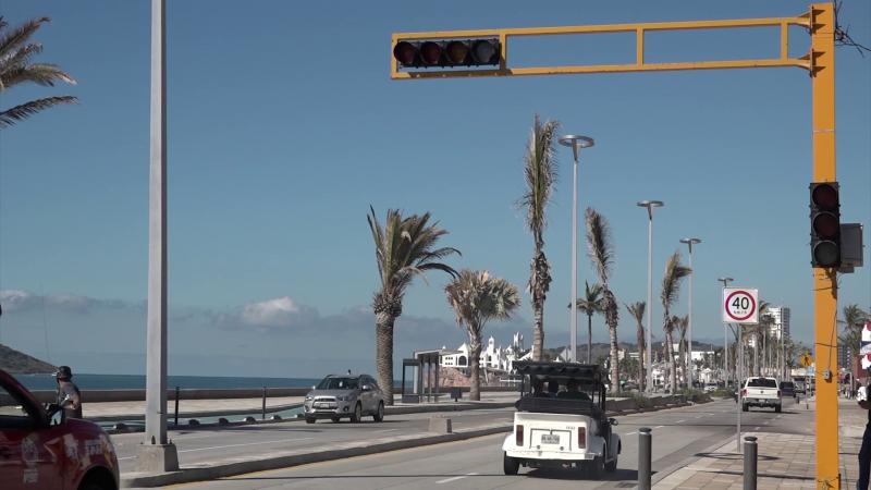 Exigen se arregle semáforo