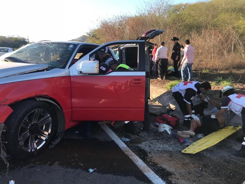 Accidente automovilístico deja siete heridos y un muerto