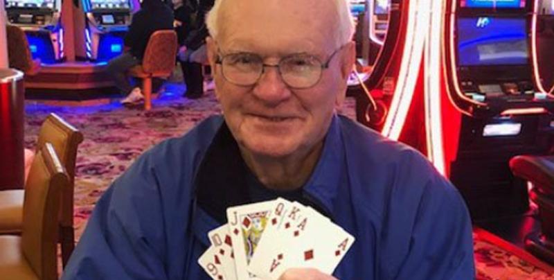 Abuelo gana 1 millón de dólares apostando 5 dólares