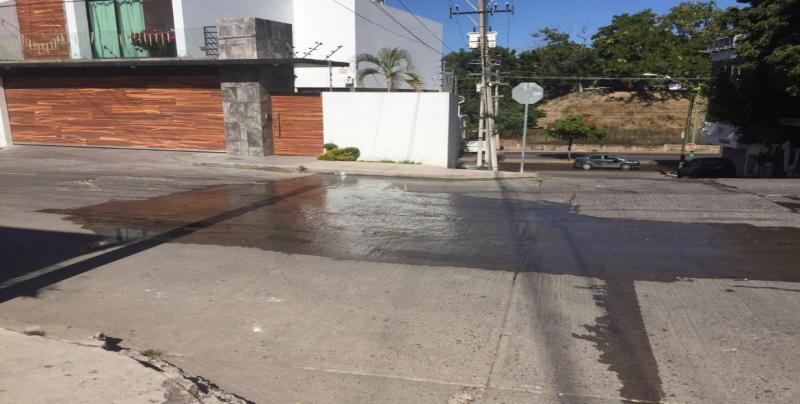 Fuga de drenaje en Lomas de Guadalupe