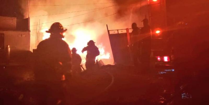 Seis niños y un adulto mueren por incendio en Iztapalapa