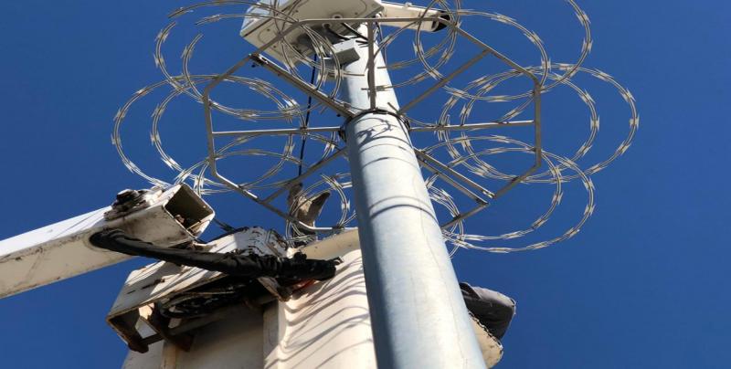 Instalan protecciones metálicas en puntos de videovigilancia