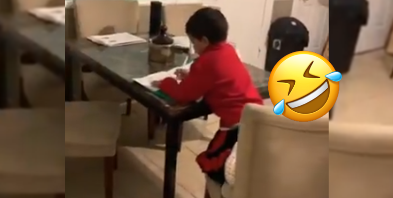 Niño de seis años hace trampa al pedirle ayuda a 'Alexa' con su tarea