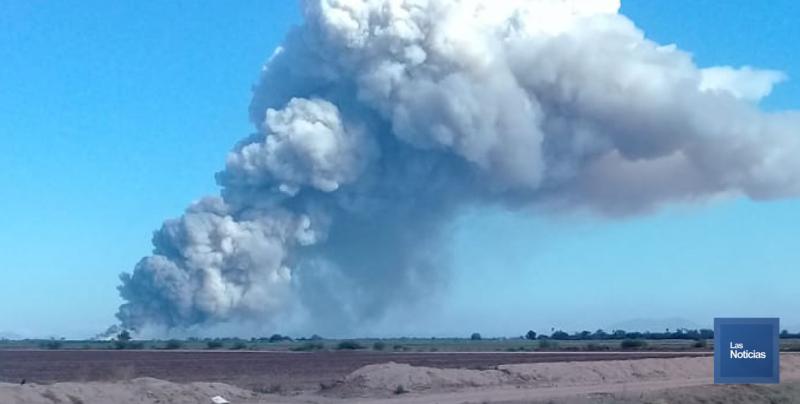 Se cubre el cielo con impresionante nube de humo en Cajeme