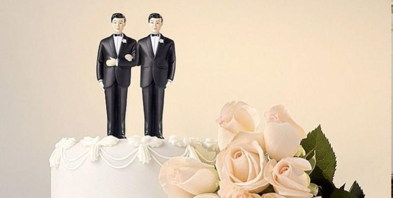 Pastelero que rechazó hacer torta a pareja gay demanda al estado de Colorado