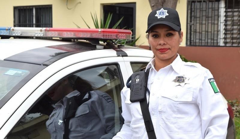 Agente de tránsito entrega billetera a su dueño, un turista de Zacatecas