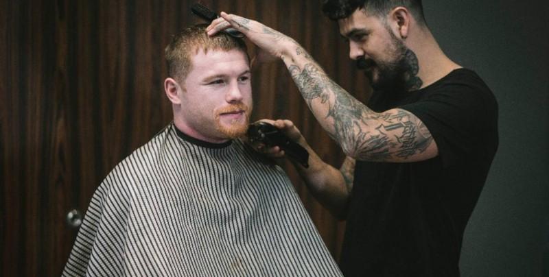 Para ayudar a niños con cáncer, Canelo Álvarez se rasura la barba