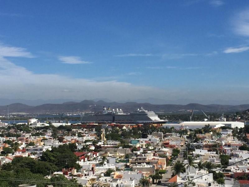 Llegan más de 3 mil turistas de crucero a Mazatlán
