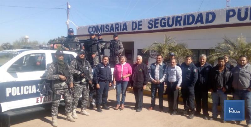En Etchojoa, Alcalde entrega patrulla a Seguridad Pública