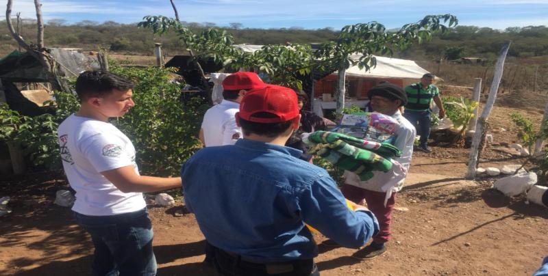 DIF Sinaloa entrega apoyos para mitigar el frío