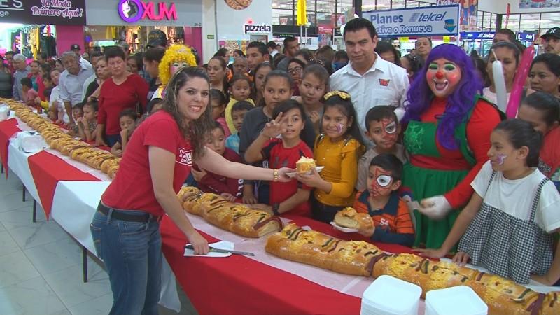 Celebra Casa Ley el día de Reyes con sus clientes