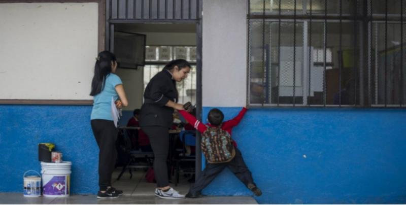 25 millones de estudiantes reanudan clases en México