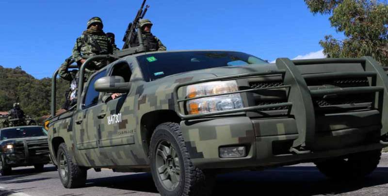 AMLO despliega a 900 Militares en instalaciones de PEMEX