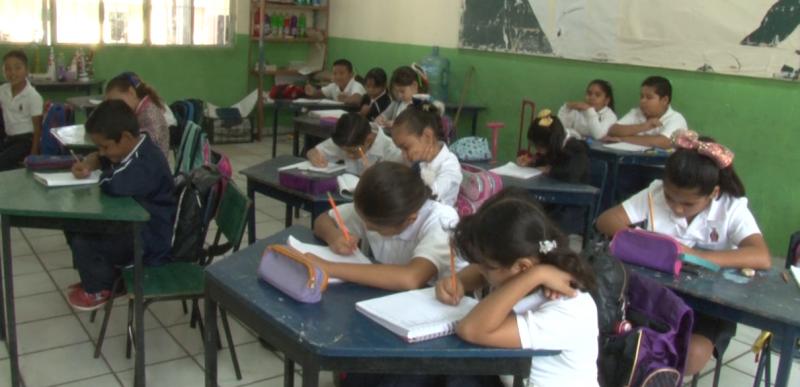 Regresan más de 100 mil alumnos a clases