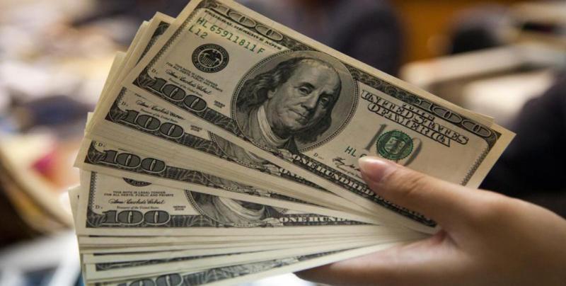 Dólar cierra en 19.73 pesos a la venta