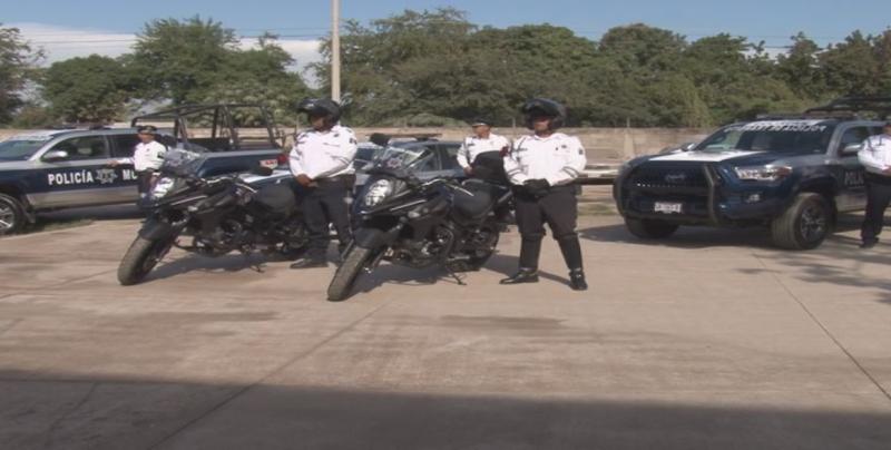 Entregan 3 patrullas y 2 motocicletas a Tránsito Culiacán