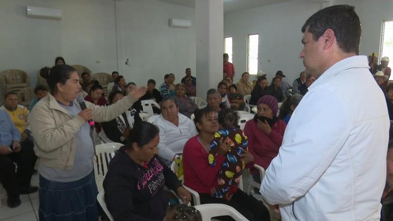 Buscará alcalde recursos para reparar drenaje sanitario en el ejido Macapule