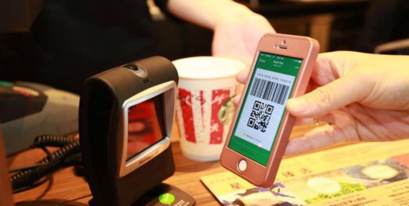 Bancos y AMLO quieren que uses menos efectivo y más tu celular
