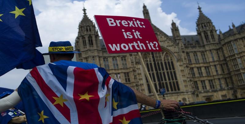 """Parlamento británico debatirá peticiones """"brexit"""" con más de 650.000 firmas"""