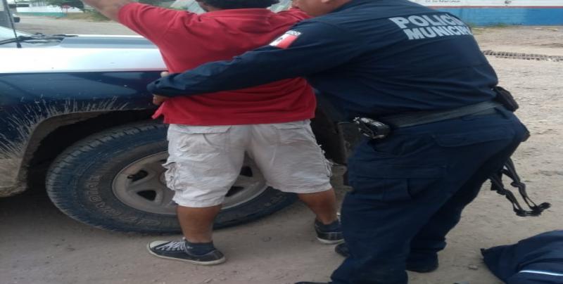 Menor es detenido por ser sorprendido robando un comercio