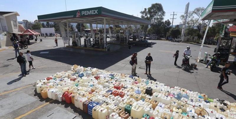 Personas revenden gasolina en Facebook