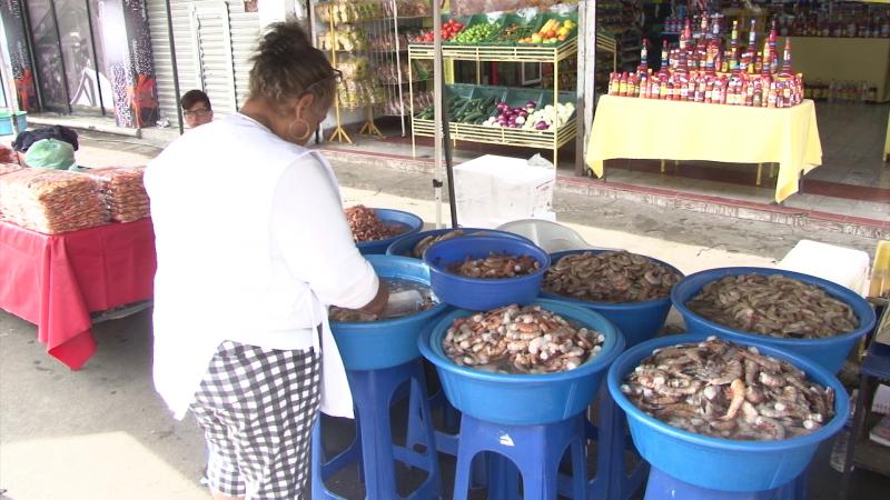 Las vendedoras de camarón registraron altas ventas